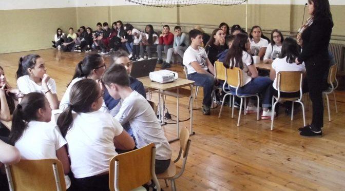 """Учениците от клуб """"Млади възрожденци"""" отбелязват 1 ноември"""