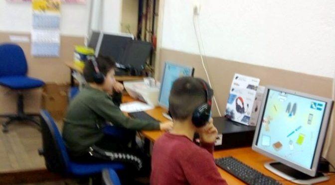 """Занимание на """"Клуб за дигитални компетентности във II клас"""" – първа група."""